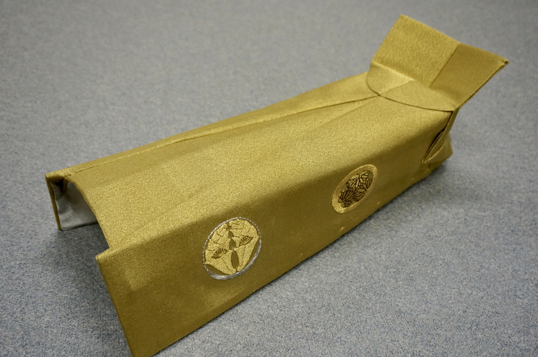 本金綴 盛上紋刺繍入 水冠